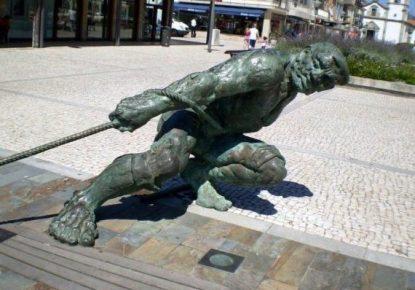 Escultura a los marineros de Esposende