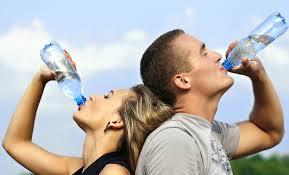 beber agua en el Camino de Santiago