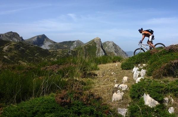 El Camino Primitivo en bici esconde muchas maravillas, pero para acceder a ellas exige un cierto sacrificio.