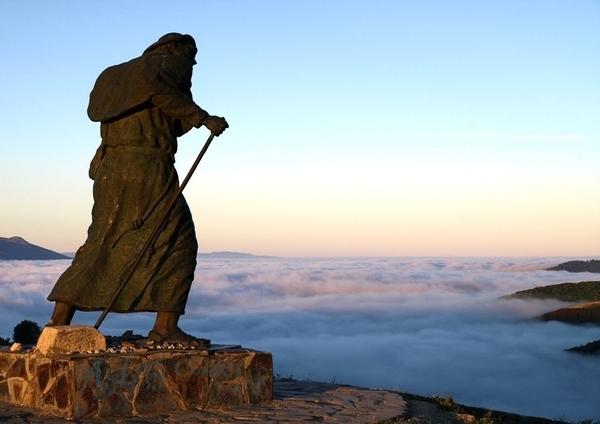 Los motivos que han llevado a peregrinar a Santiago de Compostela son muy diversos.