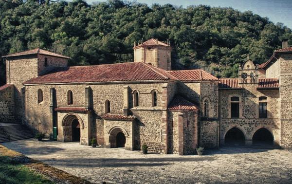 El Camino Lebaniego es  la ruta que comienza en Santander y termina en el preciado Monasterio de Santo Toribio de Liébana.