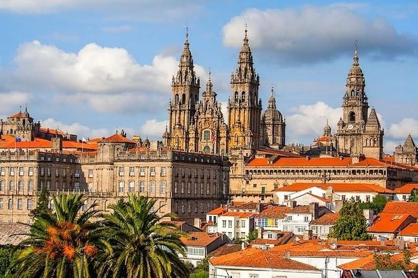 Visits around the city at the end of the Camino de Santiago
