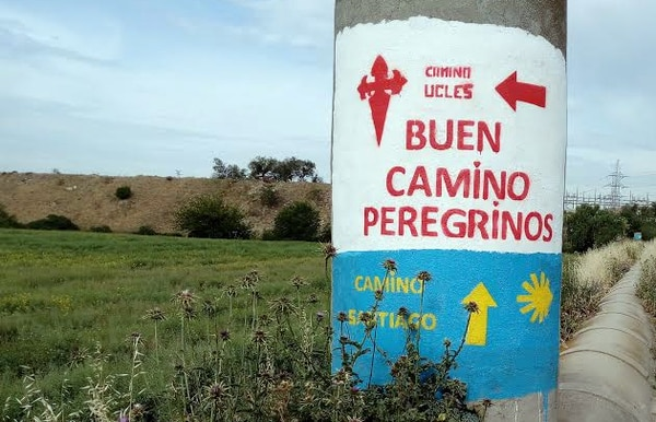 A diferencia de otras rutas del Camino de Santiago, el Camino de Uclés está señalizado entre Madrid y el Monasterio de Santiago con pintura roja