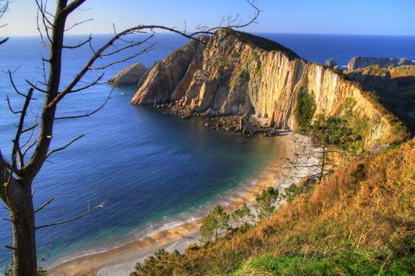 Playa del Silencio: walking alongside the freshness of the sea.
