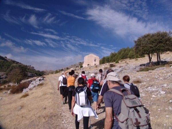 Caminantes en el alto de Venta del Puerto
