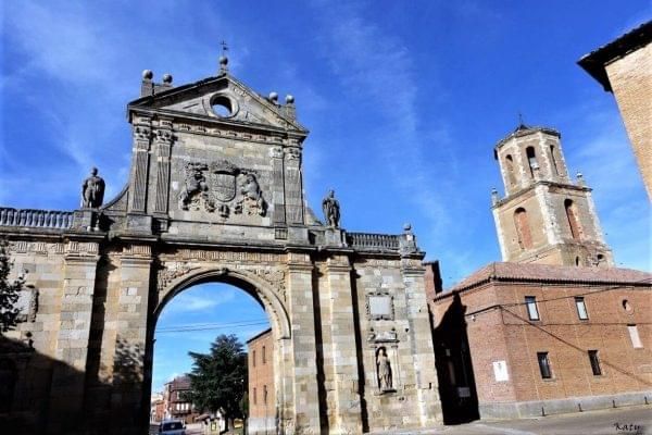 Arco de San Benito en Sahagun