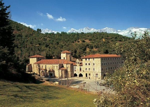 Vista del monasterio de Santo Toribio de Liebana
