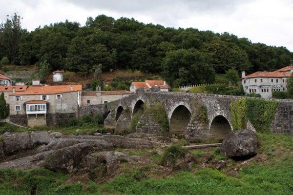 Vista del Ponte Maceira en Galicia
