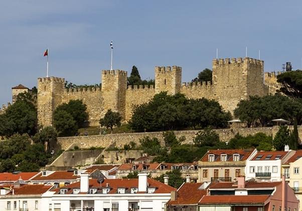 La imagen tiene un atributo ALT vacío; su nombre de archivo es Castelo-de-Sao-Jorge-Lisboa-Portugal08-1.jpg