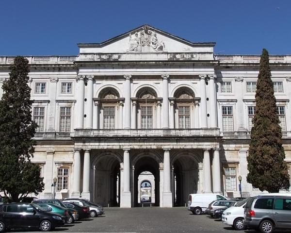 La imagen tiene un atributo ALT vacío; su nombre de archivo es Palacio-Nacional-da-Ajuda08-1.jpg