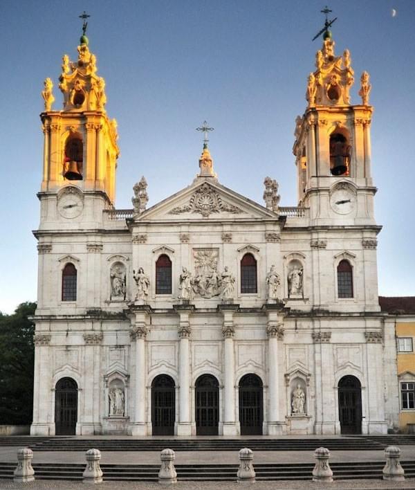 La imagen tiene un atributo ALT vacío; su nombre de archivo es basilica-da-estrela-1.jpg