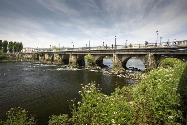 Puente sobre el rio Ulla en Pontecesures