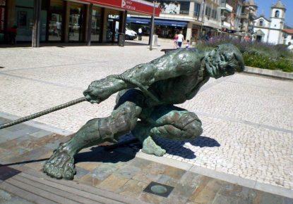 escultura-a-los-marineros-esposende