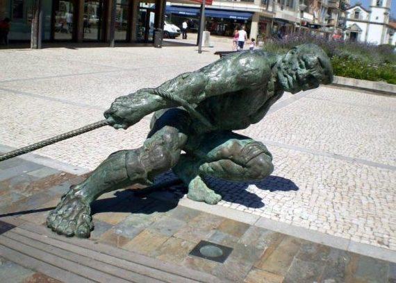 Escultura a los marineros Esposende