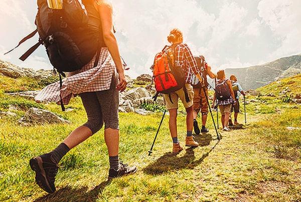 Si comienzas desde Saint Jean Pied de Port, siguiendo la ruta francesa, en cuatro días, puedes llegar a Puente la Reina, caminado una media de 20 kilómetros al día.