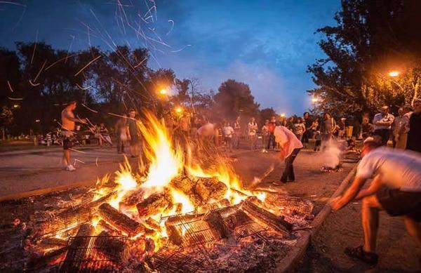 No importa en qué localidad te encuentres esa noche, la Noche de San Juan es una celebración muy arraigada en todos los pueblos españoles.