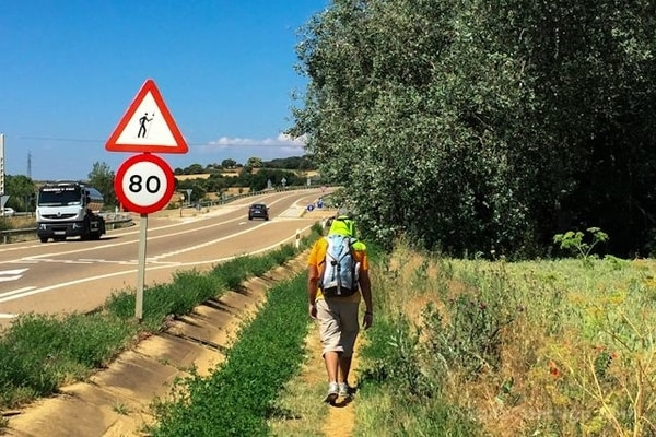 Advice for pilgrims when using road sections