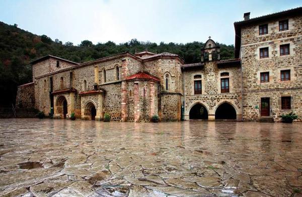 La última etapa del Camino Lebaniego une Cabañes con Santo Toribio de Liébana.