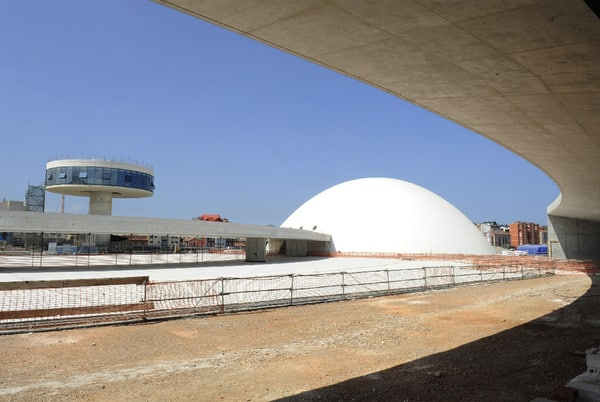 pasarela del centro Niemeyer