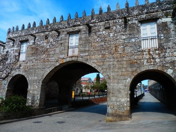 Palast von Cotón und Kapelle von San Mauro