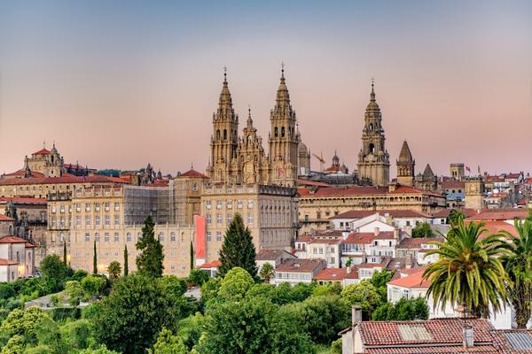 La Catedral de Santiago, el destino de todos los peregrinos, cuenta con una larga historia.