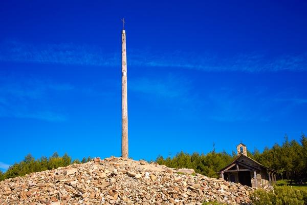 Los humilladeros son montículos de piedra que crean los propios peregrinos.