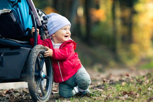 Para que transportar al bebé resulte cómodo, te recomendamos que lleves al Camino de Santiago una buena mochila portabebés.