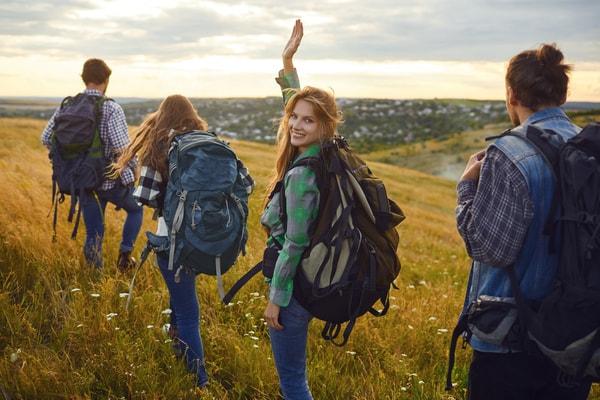 Hacer el Camino de Santiago permite a muchos jóvenes alejarse de las presiones de su entorno diario y conectar con ellos mismos.