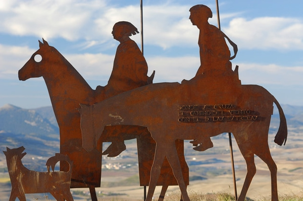 Photo of a sculpture of a pilgrim on the Alto del Perdón pass