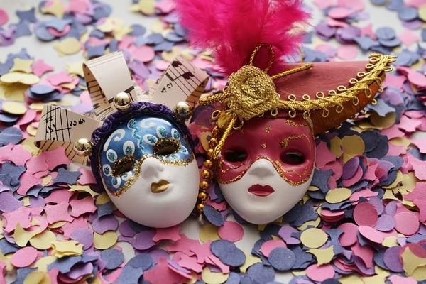 Auf dem Portugiesischen Weg können Sie im Februar verschiedene Partys feiern, auch den Karneval.