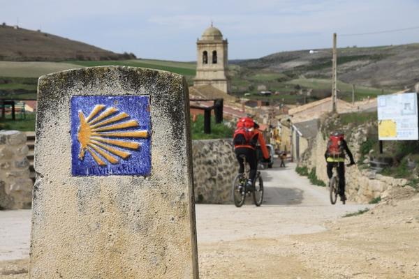 Immer mehr Pilger trauen sich, die Abschnitte des Jakobswegs mit dem Fahrrad zu Fahren (meistens mit einem MTB), eine Tatsache, die ein neues Konzept hervorgerbacht hat: Fahrradpilger.