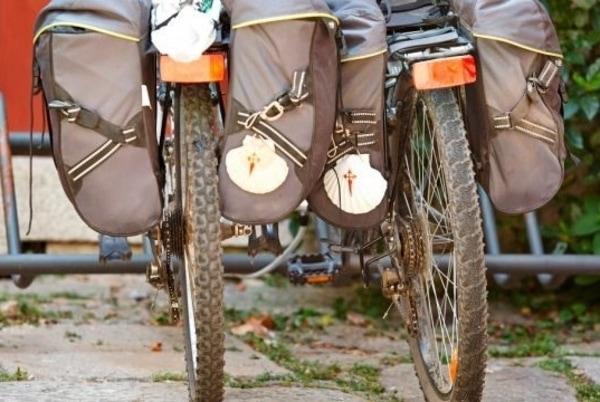 Den Jakobsweg mit dem Fahrrad zu erkunden hat seine Besonderheiten, im Vergleich zur Wanderung zu Fuß.