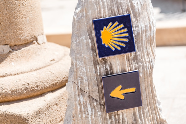The symbols of the Camino de Santiago are very clear, so if you see a scallop, a yellow arrow or a stone marker, you will know that you are in the right place: The Camino de Santiago.