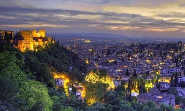If you decide to start the Via de la Plata, following the Camino Mozarabe, you will have the opportunity to visit Granada at Christmas.