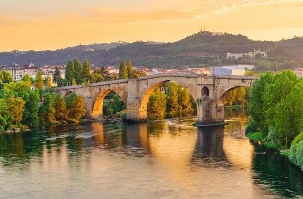 Diejenigen, die die Compostela nicht erhalten möchten, können die Wanderung abkürzen und in Casarellos starten.