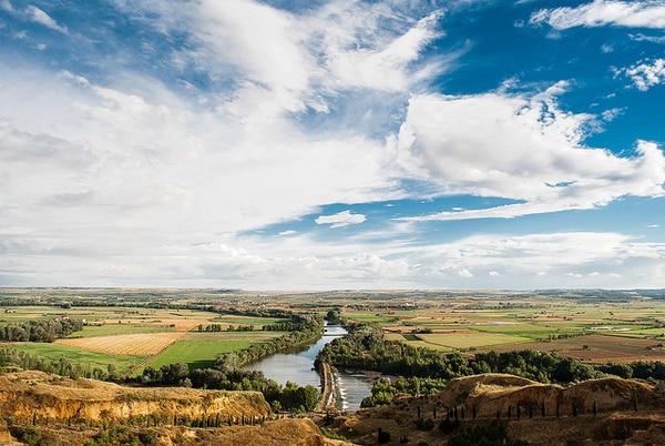 Der Fluss Bernesga begleitet den Pilger auf dem Weg des Erlösers
