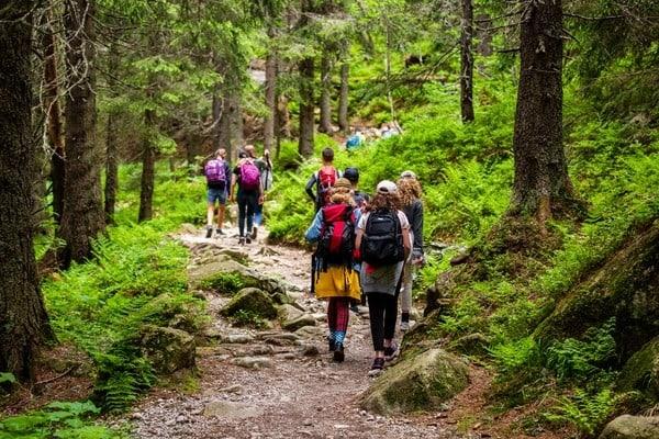 Die Pilger knüpfen untereinander Freundschaften, indem sie in verschiedenen Orten der Route zusammentreffen.