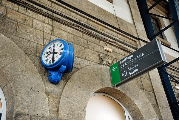 Wie man mit dem Zug von Santiago nach Sarria fährt