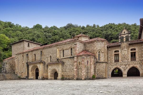 Etapas comunes del Camino Lebaniego y Vadiniense: Monasterio de Santo Toribio de Liébana